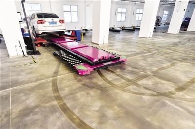 """""""网红""""停车机器人实现2分钟全自动停取车"""