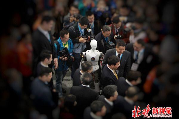 世界机器人大会已近尾声 中国成工业机器人最大市场