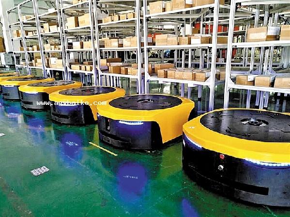 AGV机器人实现生产线间无缝对接