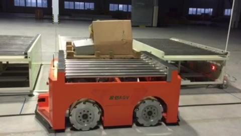 AGV从简单搬运车到智能机器人